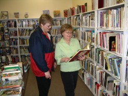 A reader gets some advice at the Mossbank Branch of the Palliser Regional Library.